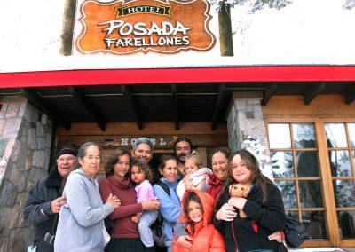 NIEVE Familia frente a Posada Farellones