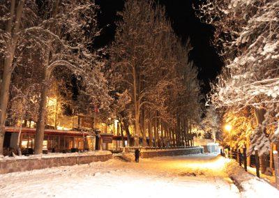 NIEVE Parking Hotel Noche luces y nieve 02